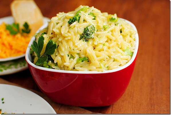 Cheesy Broccoli Orzo | http://homemaderecipes.com/cooking-102/healthy-recipes/orzo-recipes/