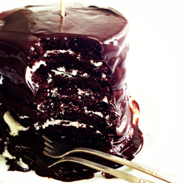 VanillaCreamFilledDoubleChocolateCake_mini
