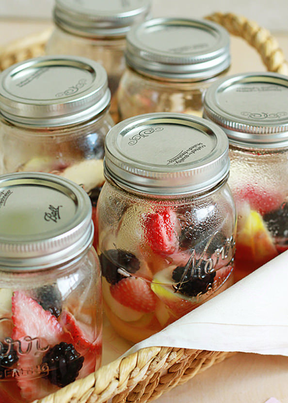 Individual-Berry-Lemon-Sangria-in-a-Jar_mini