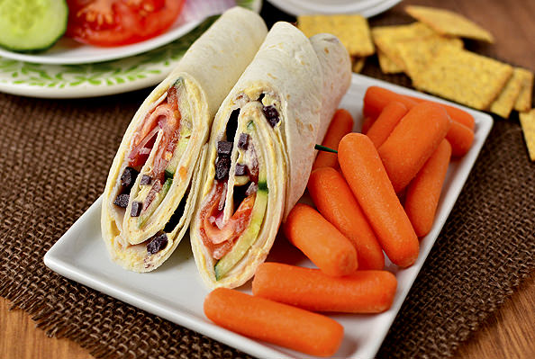 5 Minute Lunch Idea: Mediterranean Turkey Wraps | iowagirleats.com