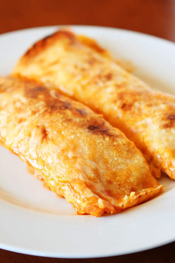 Cheesy-Chicken-Enchilada-Style-Burritos-15_mini