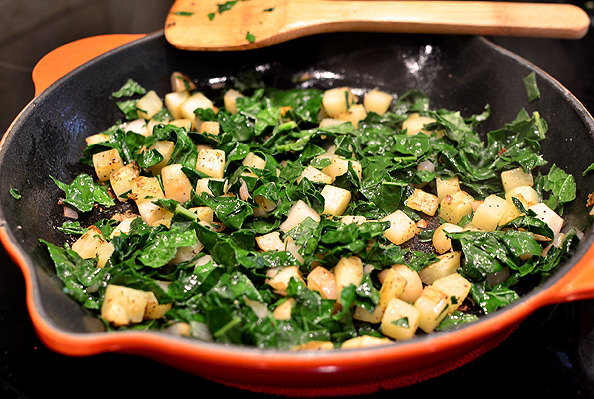 Crispy-Farmers-Market-Kale-Bacon-and-Basil-Hash-11_mini