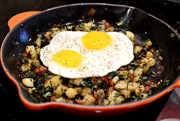 Crispy-Farmers-Market-Kale-Bacon-and-Basil-Hash-16_mini