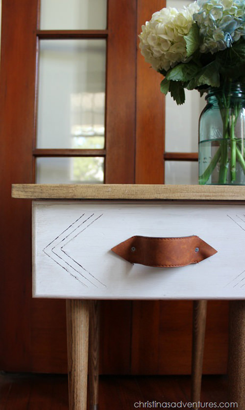 Turn-an-old-drawer-into-an-end-table_mini