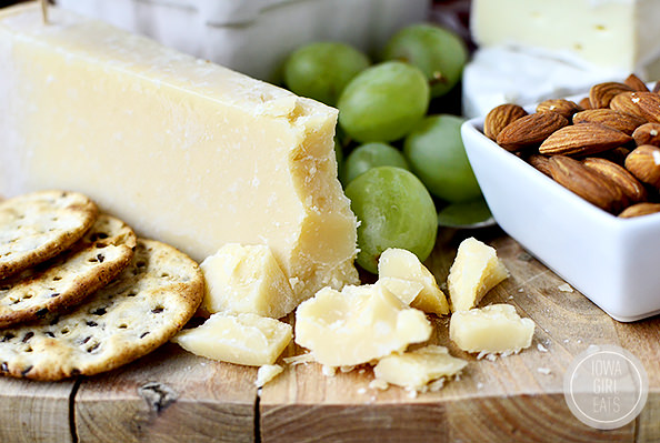 How To Make a Cheese Platter For Entertaining #holidays #glutenfree | iowagirleats.com