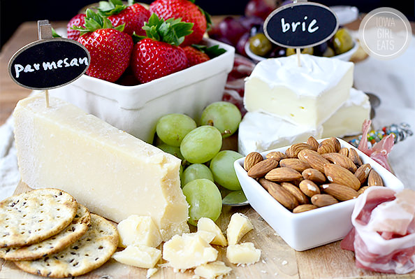 How To Make a Cheese Platter For Entertaining #holidays #glutenfree | iowagirleats.com : artisan cheese plate - pezcame.com