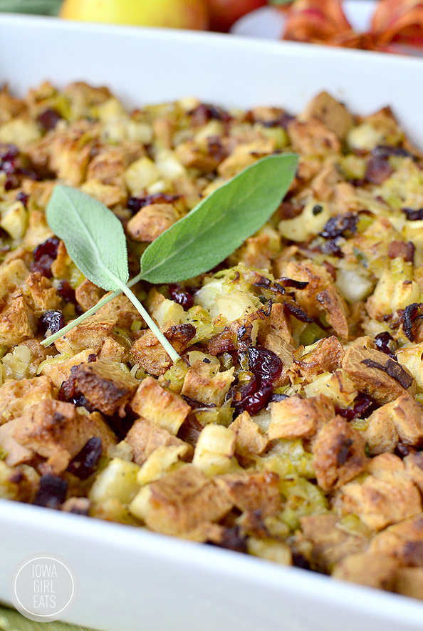 Brown-Butter Apple, Leek and Bacon Stuffing #glutenfree #thanksgiving | iowagirleats.com