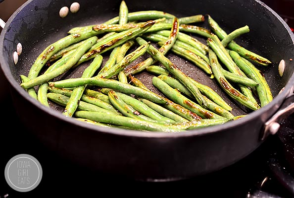 15 Minute Green Beans and Bacon | iowagirleats.com