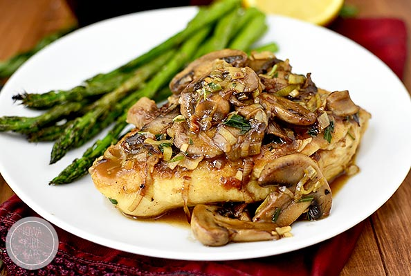 Leek and Mushroom Chicken Skillet is an elegant, 30 minute dinnerrecipe that'sperfect for date night or any day of the week. Quick, easy and made in just 1 skillet. | iowagirleats.com