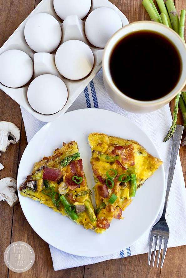 Gluten-Free Breakfast Pizza with Hash Brown Crust #glutenfree | iowagirleats.com