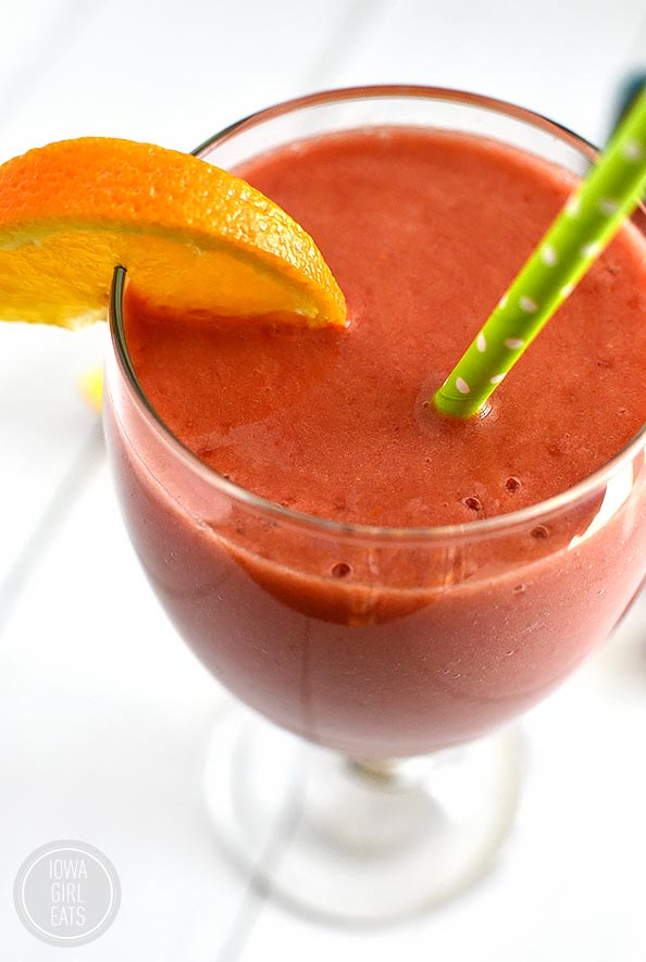Razzy Navel Smoothie is a light and healthy, gluten and dairy-free sweet treat for breakfast or a snack! #glutenfree #dairyfree | iowagirleats.com