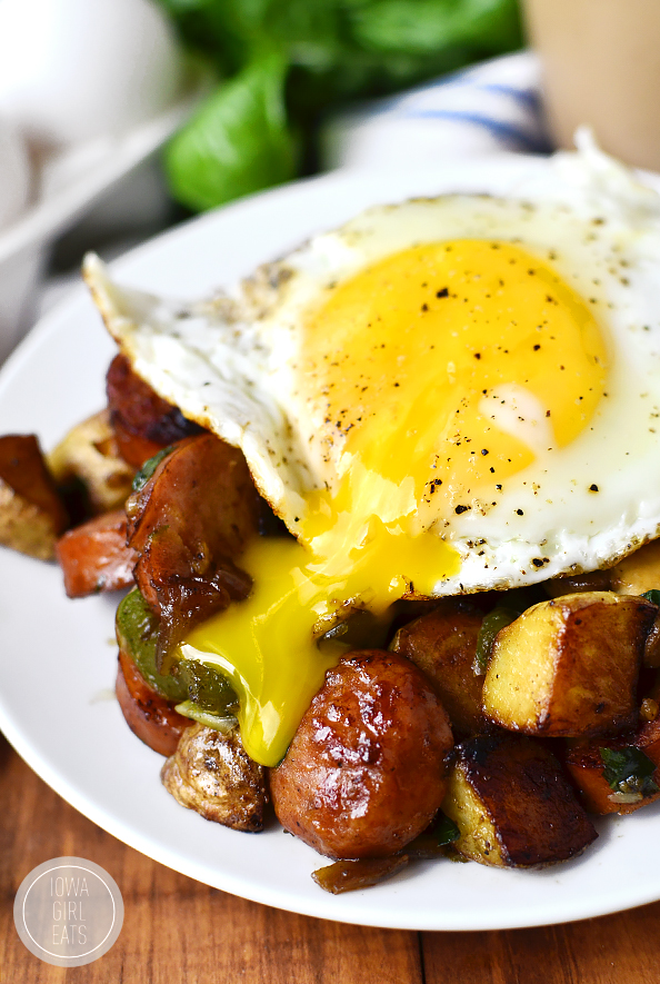 Sausage, Pepper and Mushroom Hash is for the heartiest of appetites - hearty, savory, and extremely filling! #glutenfree | iowagirleats.com