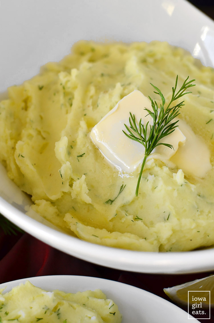 If you love sour cream and onion potato chips, you'll flip for Sour Cream and Dill Mashed Potatoes. A delicious and easy gluten-free side dish! | iowagirleats.com