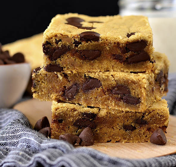 Featured image of Chocolate Peanut Butter Blondies